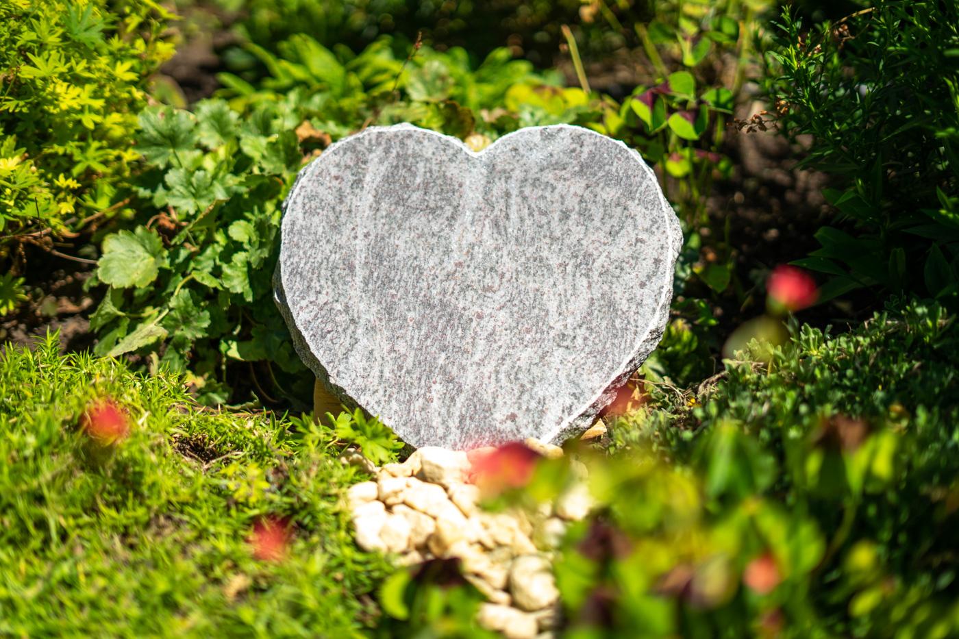 Tiergrabstein Herzform